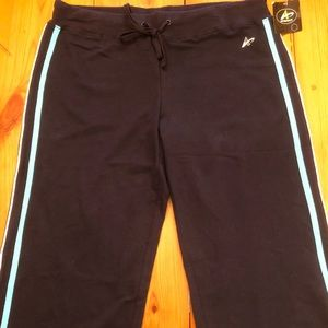 Women's Navy Work Out Capris